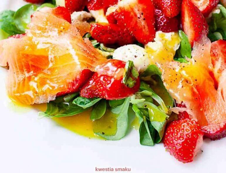 Trudna relacja truskawki i łososiem zaskoczy Cię smakiem! [przepis]