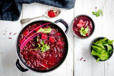 Gorąca czerwień w kuchni - dlaczego warto sięskusić?